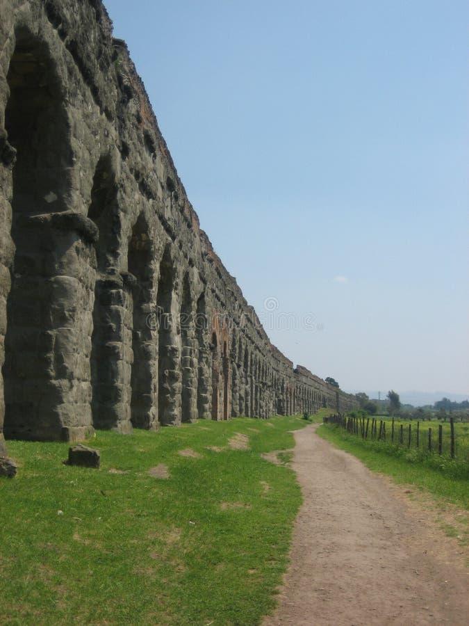 Aqueduc romain photo libre de droits