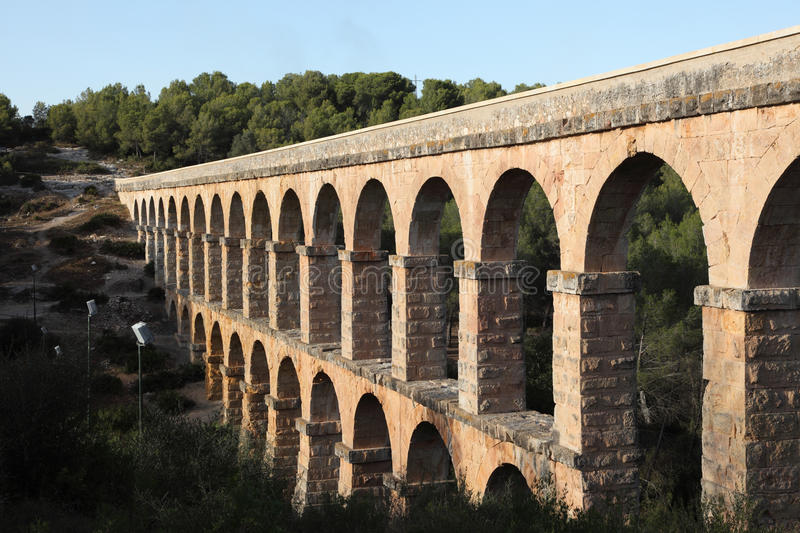 Aqueduc romain antique photographie stock