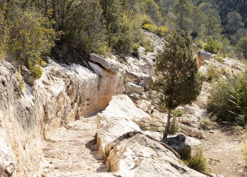 Aqueduc romain découpé dans la roche photographie stock libre de droits