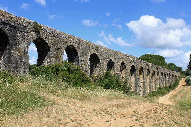 Download Aqueduct in Tomar stock photo. Image of nature, tomar - 25897698