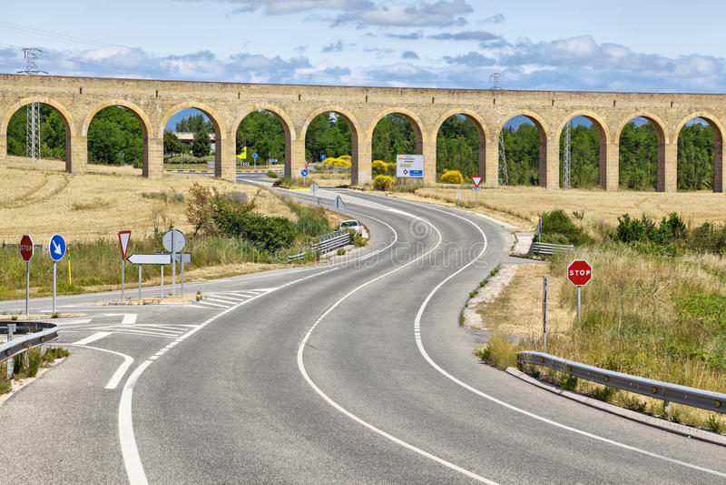 Aqueduto de Noain, Pamplona, Espanha imagens de stock royalty free
