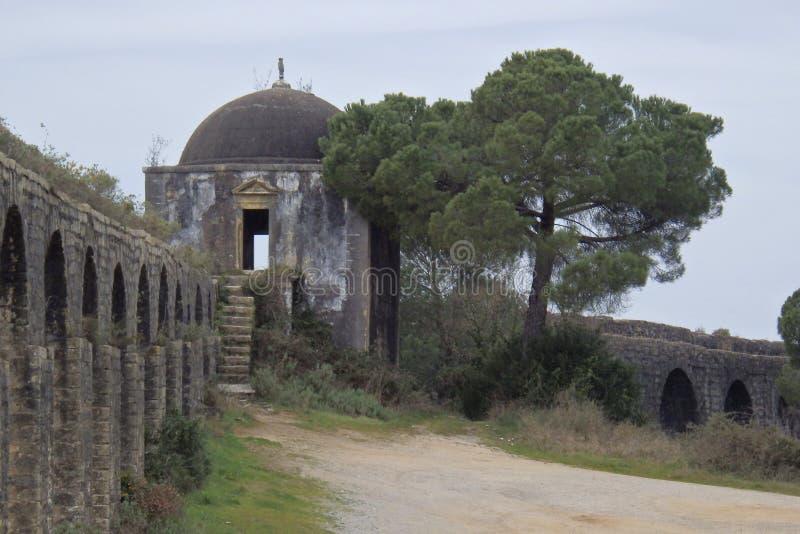 Aqueduto de Pegoes Tomar Portugal royaltyfri foto