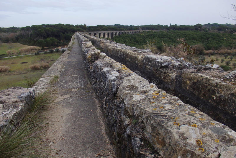 Aqueduto de Pegoes Tomar Portugal royaltyfria foton