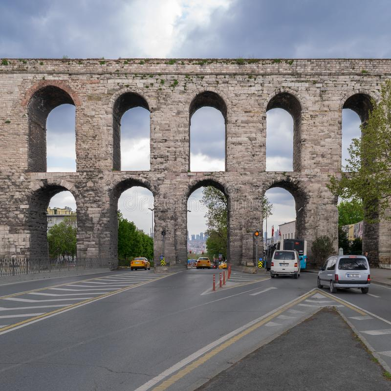 Aqueduto de Valens um aqueduto romano que fosse a ?gua principal que fornece o sistema da capital romana oriental de Constantinop fotos de stock royalty free