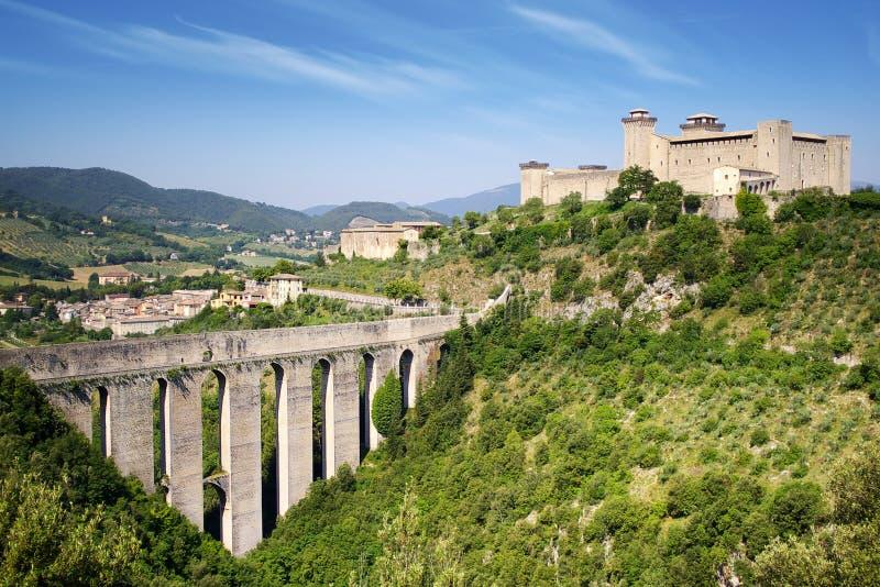 Aqueduto em Spoleto. Italy imagem de stock