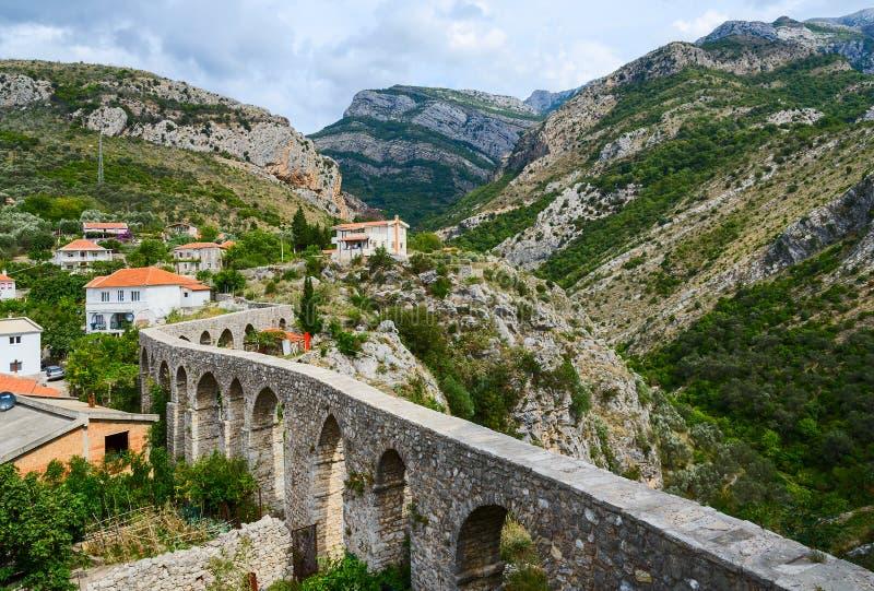 Aqueduto na barra velha, Montenegro fotos de stock