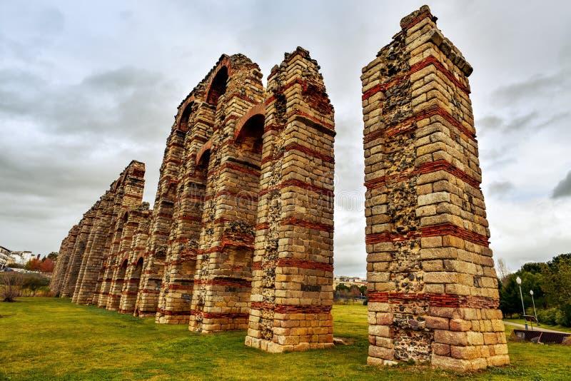 Aqueduto romano Acueducto de los Milagros em Merida, Espanha imagem de stock royalty free