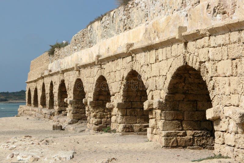 Aqueduto romano antigo, Israel foto de stock