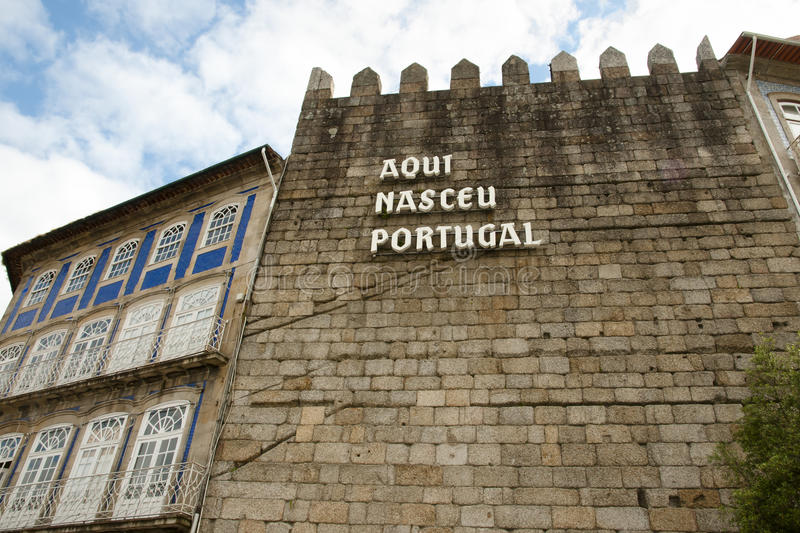 ` Aqui Nasceu Portugalia ` Guimaraes, Portugalia - zdjęcie stock