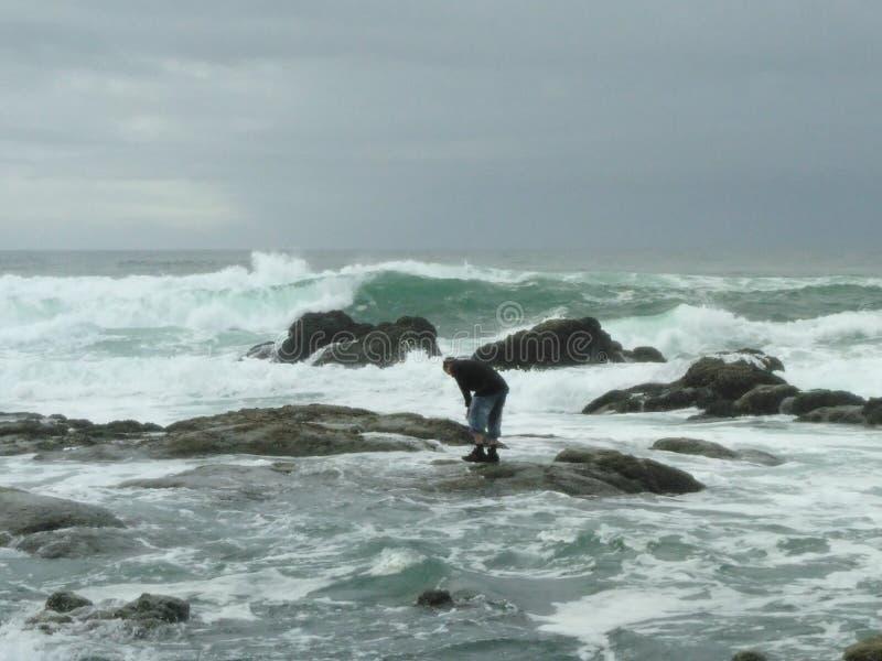 Aqui vêm as marés fotografia de stock