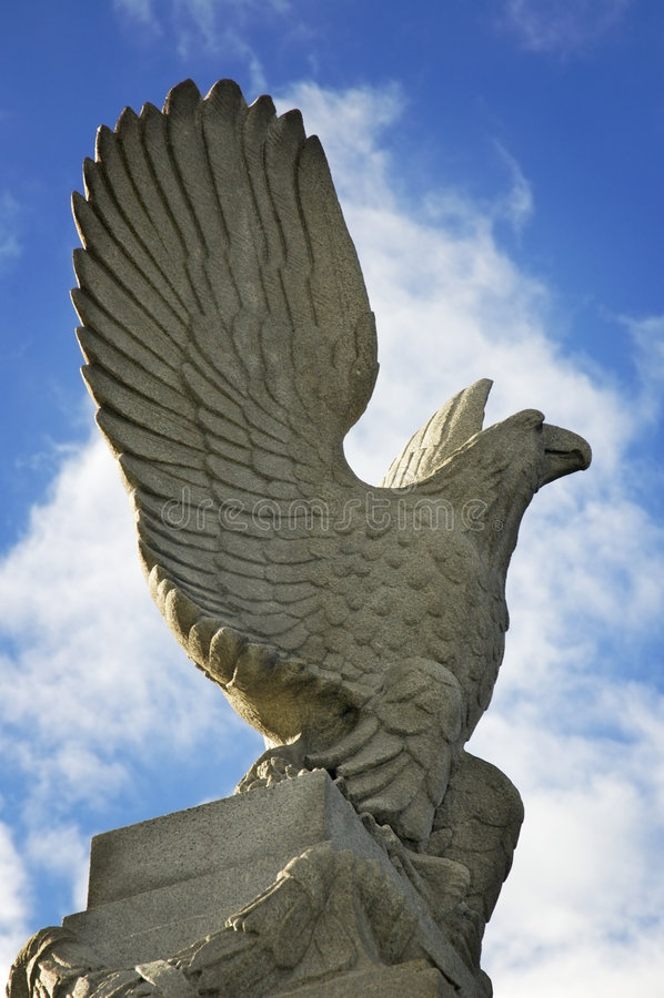 Aquila illuminata statuaria fotografia stock