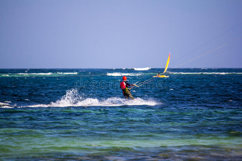 Aquilone che pratica il surfing in Watamu fotografia stock