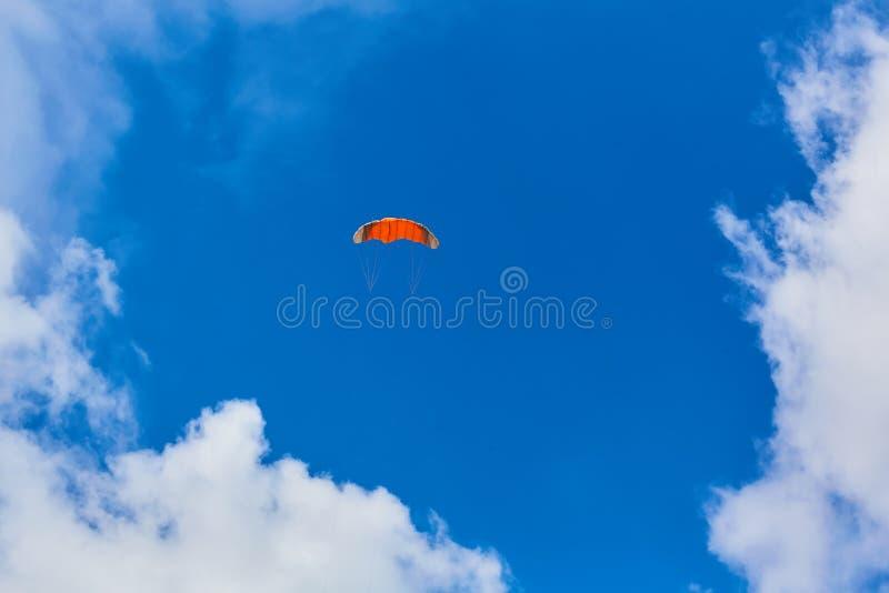 Aquilone nel cielo e nella nuvola immagine stock libera da diritti