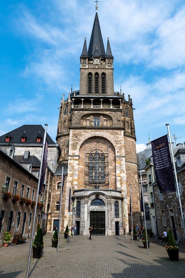 Aquisgrán Kathedral en Alemania la visión desde el exterior imagen de archivo