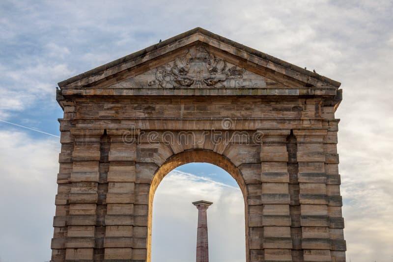 ` Aquitaine Aquitaine Gate di Porte d con il suo arco simbolico e colonna sulla La Victoire Square del de del posto in Bordeaux,  immagine stock