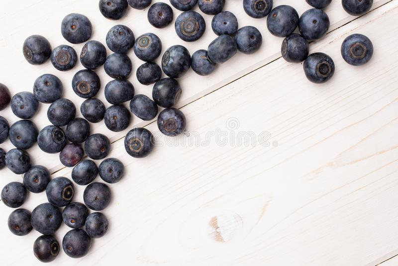 Arándano dulce fresco en la madera gris imagen de archivo libre de regalías