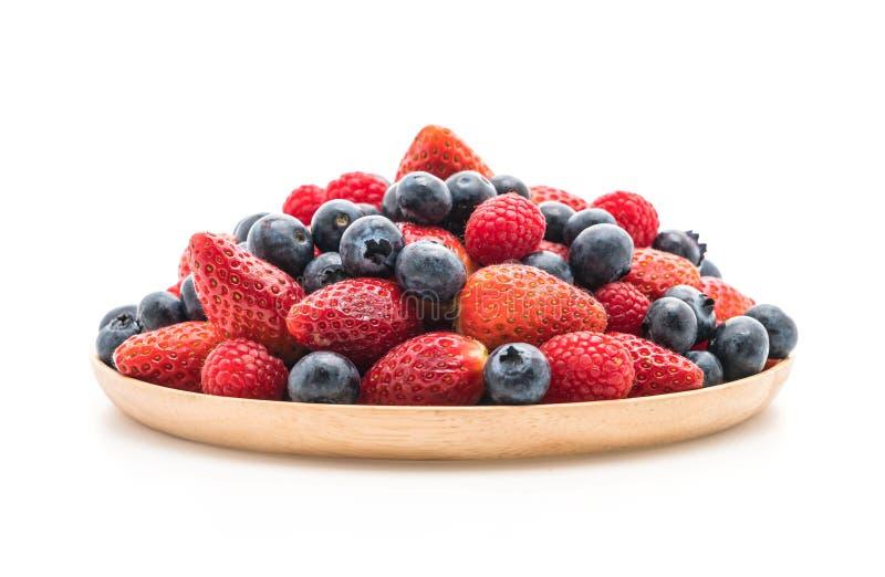 arándano, fresa y rasberry frescos en blanco imágenes de archivo libres de regalías