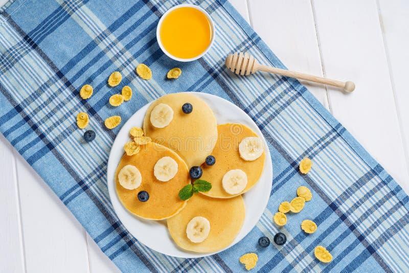 Arándano Honey Dessert Flat Lay de la pila de la crepe imágenes de archivo libres de regalías