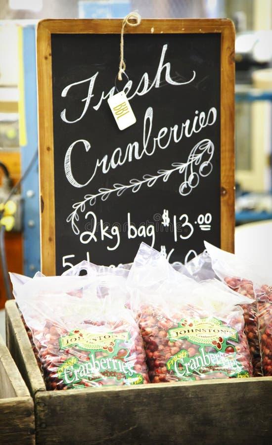Arándanos frescos en bolsos del arándano Marsh Farm, Canadá del ` s de Johnston imagen de archivo