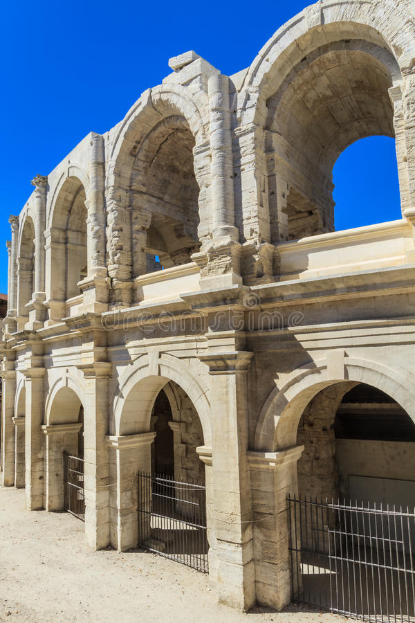 Arène/amphithéâtre romains dans Arles photos stock