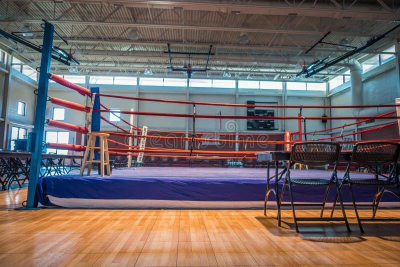 Arène de ring dans le gymnase avant action images libres de droits