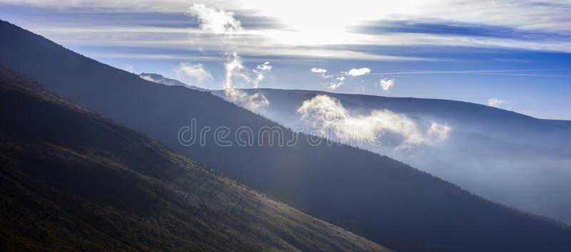 Download Arêtes photo stock. Image du sunset, ombre, horizontal - 45354548