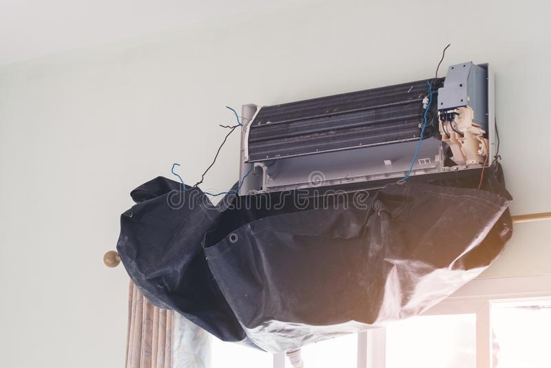 Ar, condicionador, serviço, acondicionamento, limpando, reparo, asiático imagens de stock royalty free