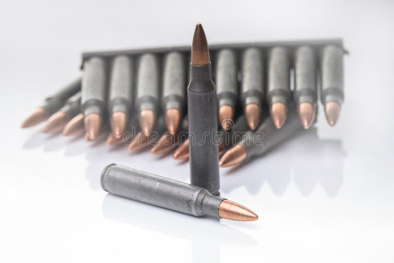 Ar15 m16 m4与在wh隔绝的弹药夹子的卡拉什尼科夫弹药筒 库存图片