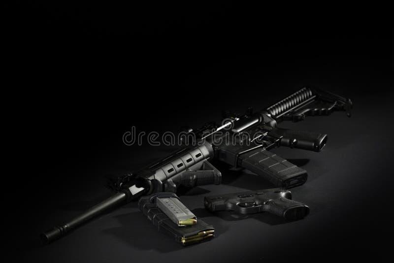 AR 15 met 40 Calaber-handkanon royalty-vrije stock afbeelding