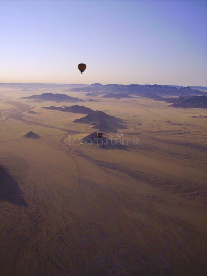 Ar quente que Ballooning - Namíbia fotografia de stock royalty free