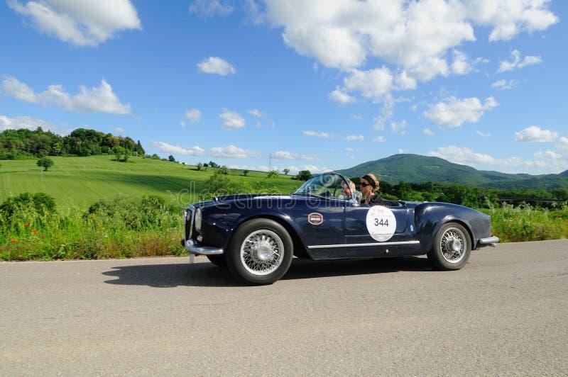 Araña azul de Lancia Aurelia B24 imagen de archivo