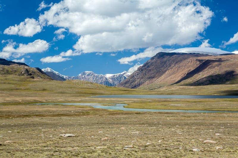 Arabel-Suu河和湖。吉尔吉斯斯坦 图库摄影