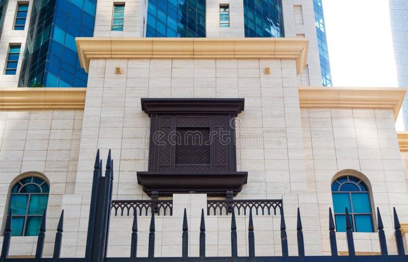 Arabisch stijl rechthoekig die venster van hout met arabesque wordt gemaakt stock foto's