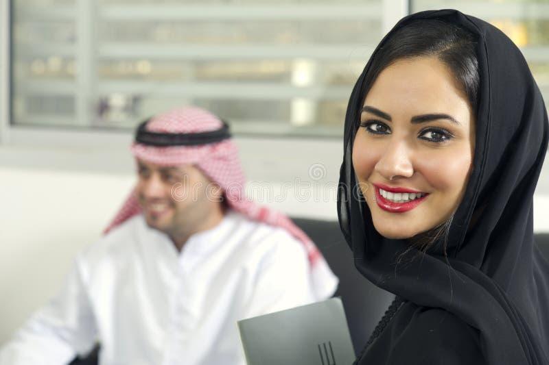 Arabisch zakenlui in bureau royalty-vrije stock foto