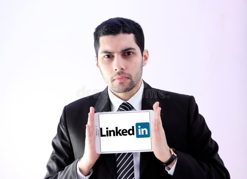 Arabische bedrijfsmens met binnen verbonden stock afbeelding