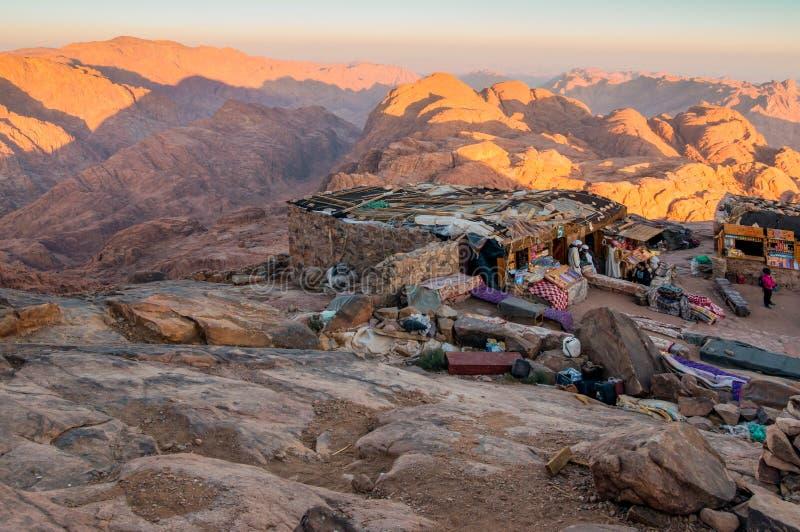 Arabische beduinische Shops auf dem heiligen Berg Sinai, Ägypten lizenzfreie stockbilder