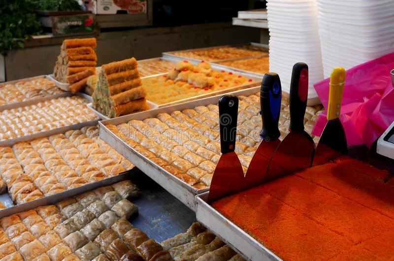 Arabische Bonbons für Verkauf in Carmel Market Tel Aviv, Israel stockbild