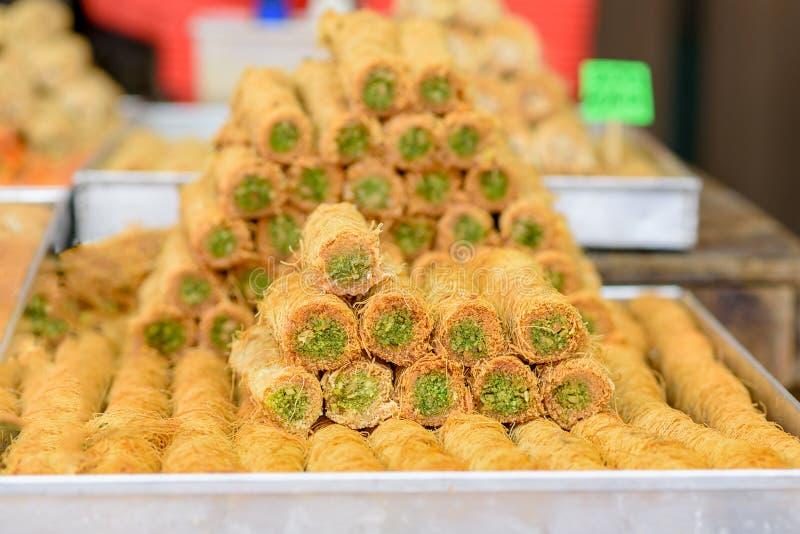 Arabische Bonbons im Markt lizenzfreie stockfotografie