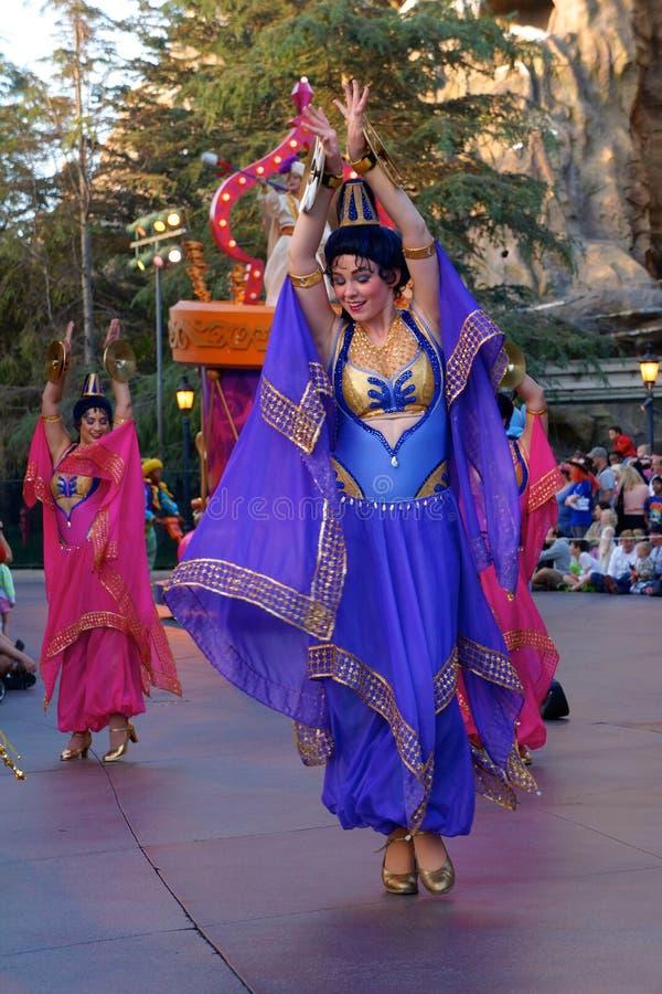 Arabische Danser in Disneyland Fantasieparade stock foto's