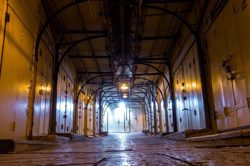 Arabische die markt bij nacht wordt gesloten stock afbeelding
