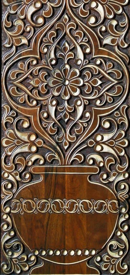 arabische geschnitzte verzierung auf der holztür gemalte