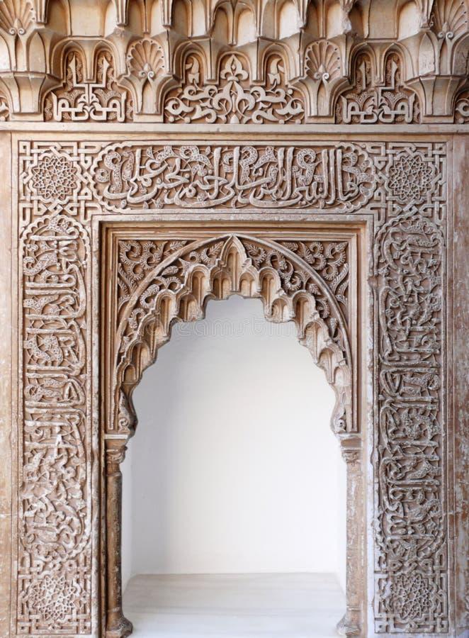 Arabische kunst decoratieve overwelfde galerij. Alhambra stock afbeeldingen
