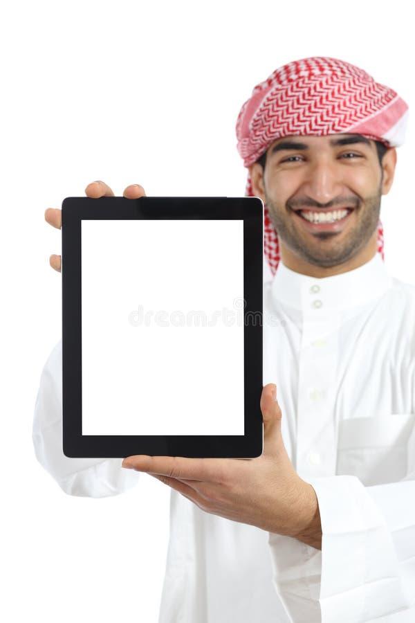 Arabische mens die een tabletvertoning app tonen royalty-vrije stock fotografie