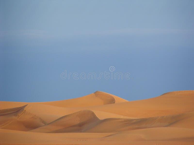 Arabische Sanddünen lizenzfreies stockfoto