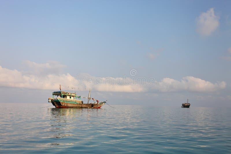 Arabische vissersboten stock afbeeldingen