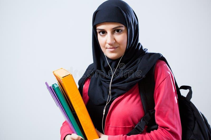 Arabische vrouw vóór klassen stock fotografie