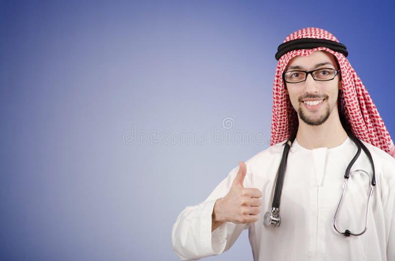 Arabischer Doktor im Studio stockbilder