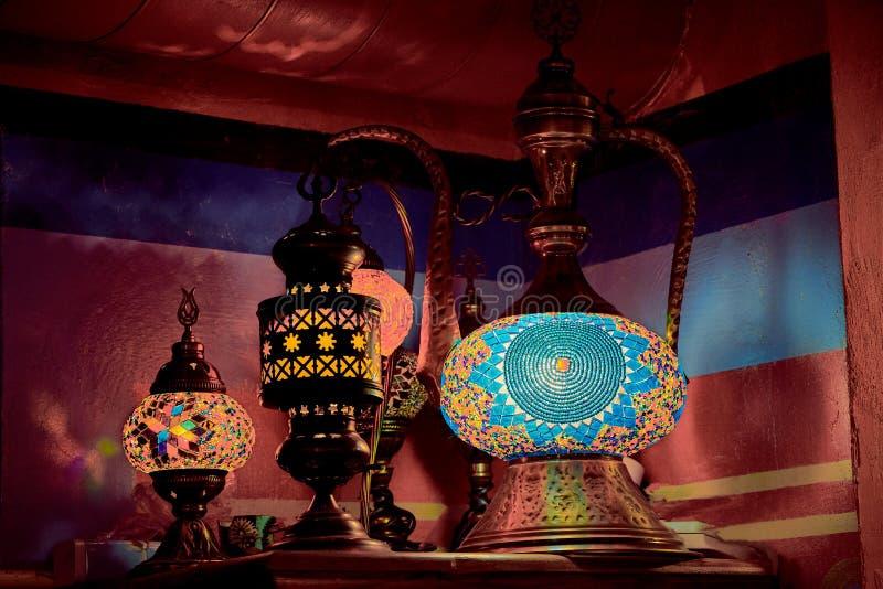 Arabisk etnisk lampAladdin lampa royaltyfri fotografi