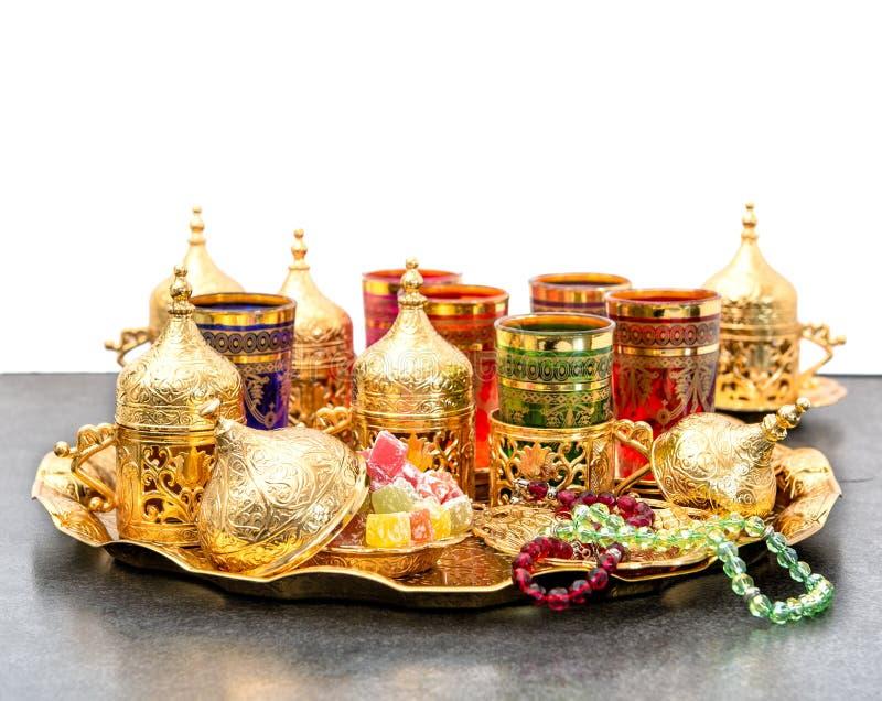 Arabisk kareem mubarak för Ramadan för radband för tekaffetabell royaltyfria foton