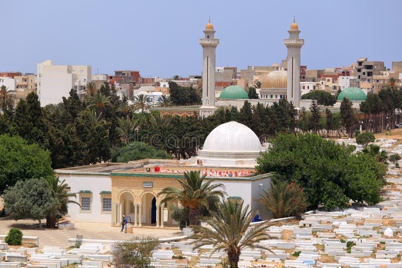 Arabisk kyrkogård och mausoleum av Habib Burguiba i Monastir arkivbilder
